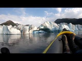 Волна от отколовшегося куска ледника накрыла каякеров на Аляске