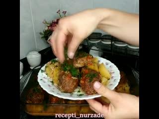 Ужин-Котлеты с картофелем в духовке