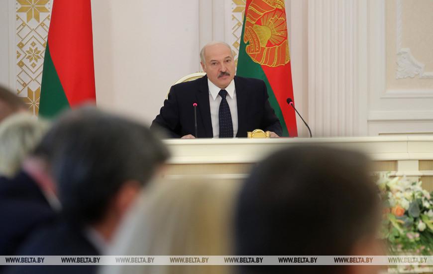 """""""Прирост не лавинообразный"""" - Лукашенко о статистике заболеваемости коронавирусом"""