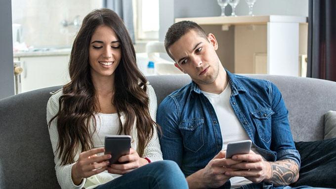 Четыре эффективных способа преодолеть ревность в отношениях