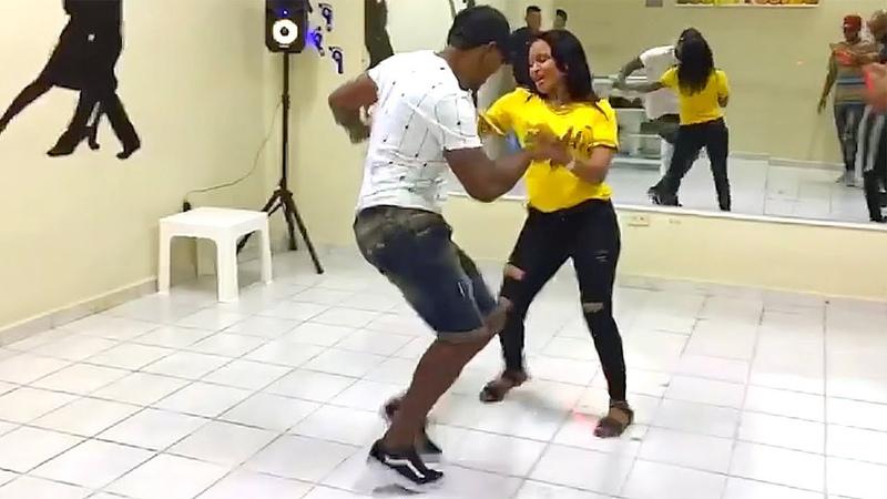 Bailando Bachata en BONAO La Republica Dominicana 🇩🇴Pasos, Estilo y Energia