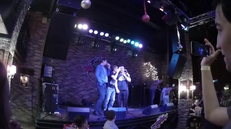 Габриэль Ангелос с Серёгой KaKTyZzTV поют На заре на Афтепати ВГ Феста
