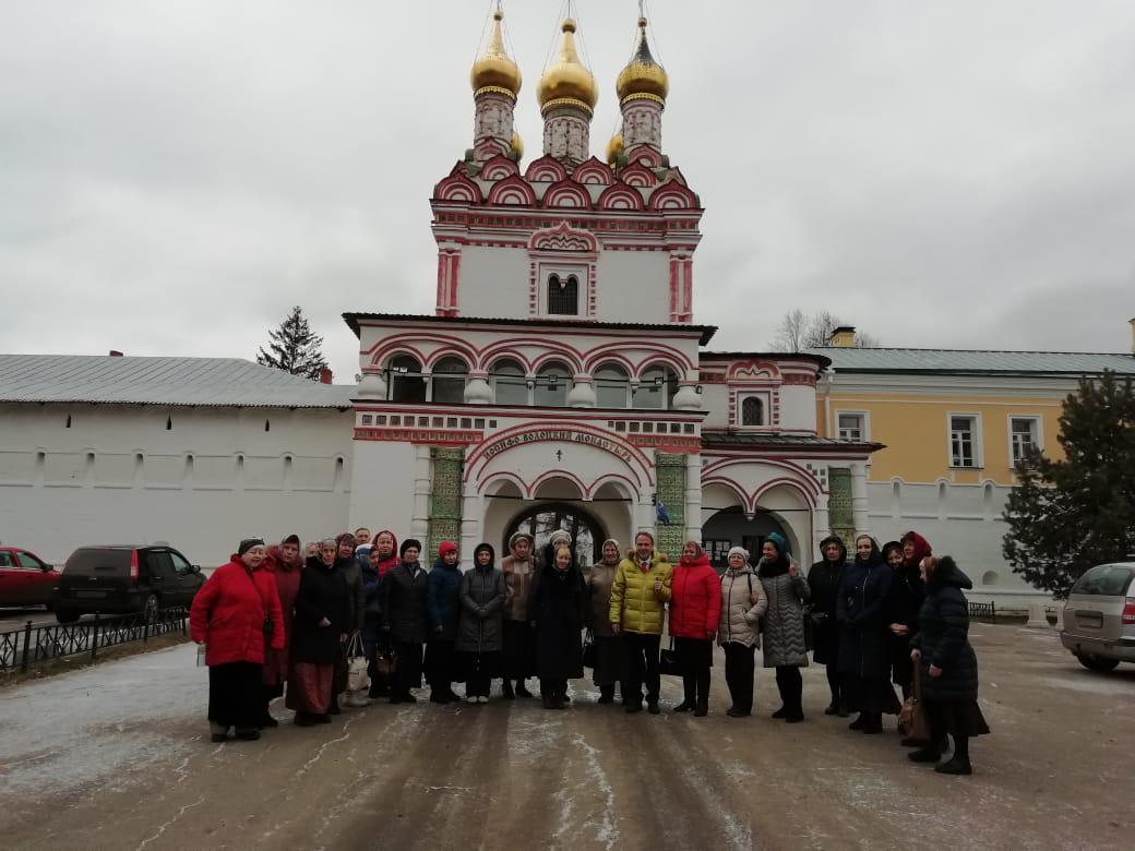 Участники проекта «Московское долголетие» из Некрасовки посетили Иосифо-Волоцкий мужской монастырь
