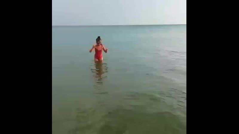 Марьяна плавает
