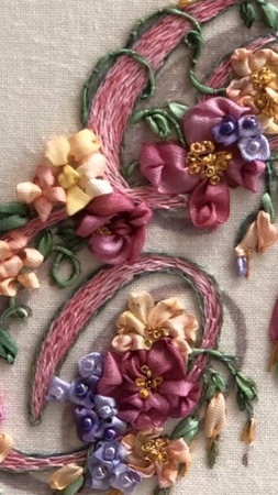 Di van Niekerk on Instagram Good morning I'd like to show you a video by a talented embroiderer and artist from Houston in Texas Her name is De