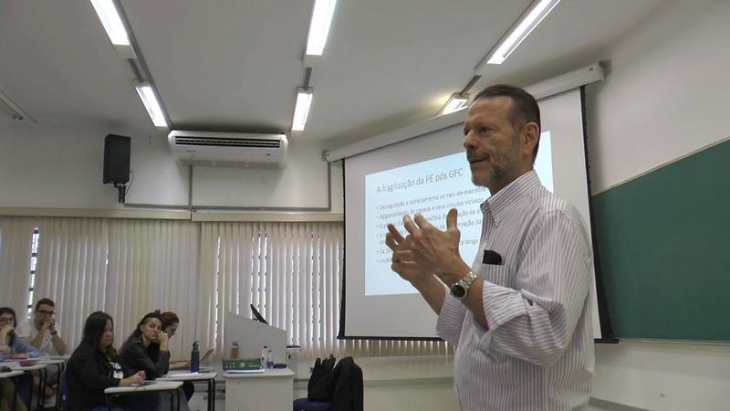 Brasil e o desafio de financiar a política fiscal para voltar a crescer Luciano Coutinho