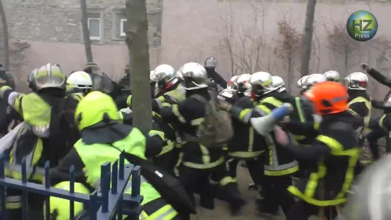 France is descending into chaos: firefighters vs riot police