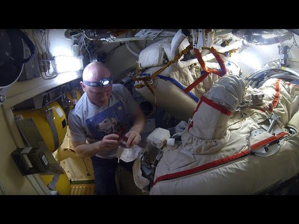 Ремонт скафандра Орлан на МКС Усиление крепления светильников