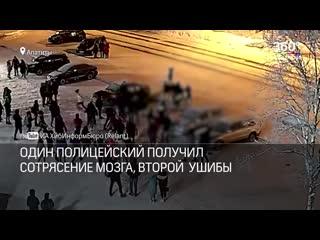 ШКОЛЬНИКИ избили полицейских