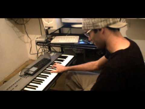 JHESSE improvisando em casa piano hammond clavinet bateria no teclado