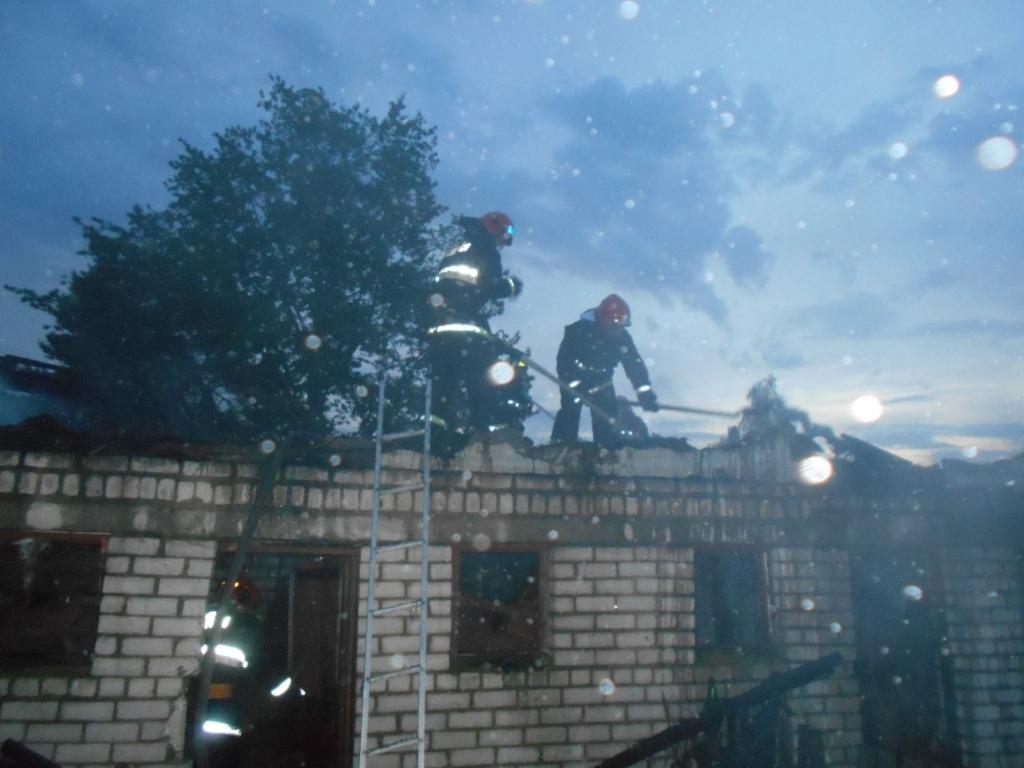 Хозяйственная постройка горела минувшей ночью в поселке Дитва Лидского района.