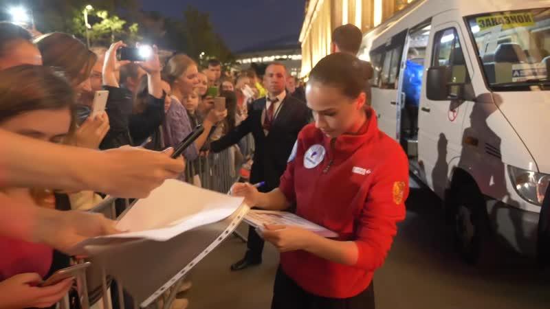 Алина Загитова — о первой встрече с Этери Тутберидзе и автографах для болельщиков