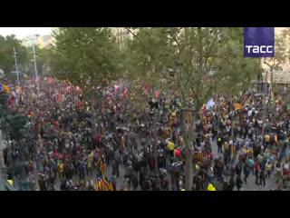 Манифестация сторонников независимости Каталонии проходит в Барселоне