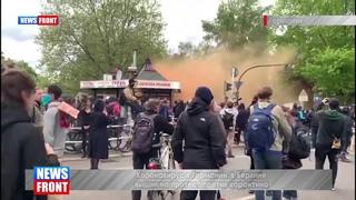 """БЕРЛИН 2 мая... ОТРИЦАЛЫ КРИЧАТ:""""РАЗ, ДВА, ТРИ - МОЧИЗадержания в Берлине на акции против карантинных 977"""