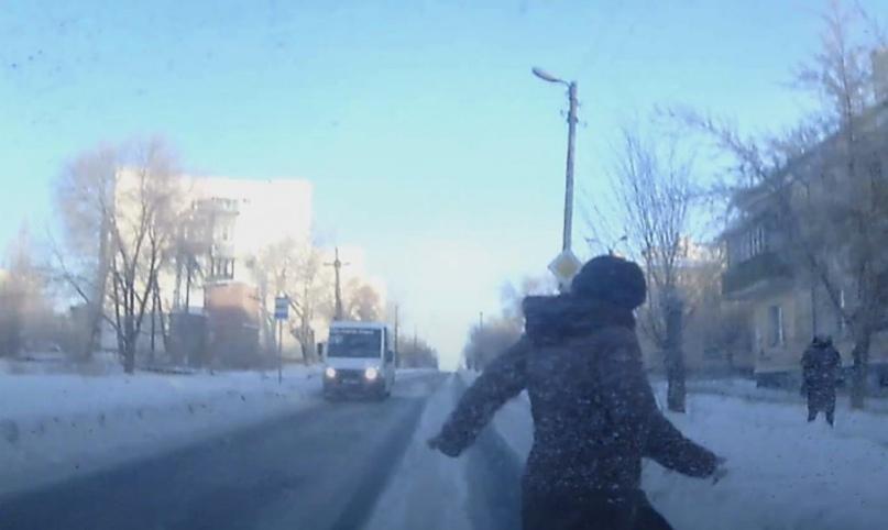 Видеорегистратор снял, как «Волга» сбила пешехода в Новотроицке