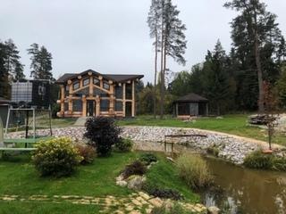 Уникальный дом из естественного бревна в живописном месте