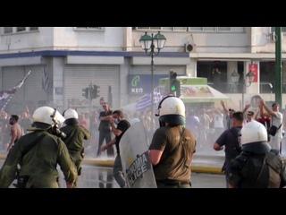 Побоище в центре Афин. Полиция разогнала митинг слезоточивым газом