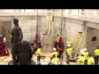 Демонтаж памятника Jefferson Davis - президента конфедерации - Протесты в США - 13/06/2020