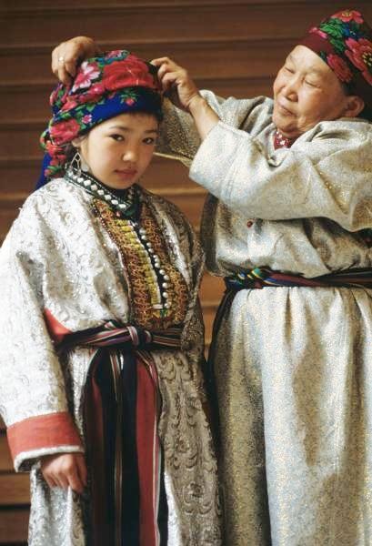 Десятилетняя Маргарита Есина и ее наставница Анна Кирилловна Алагызова. Фото из альбома Маргариты