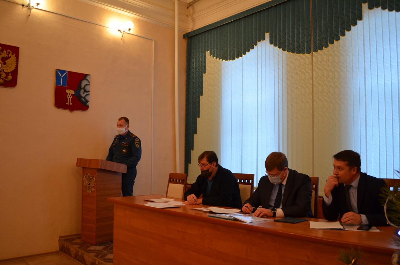 На заседании районной КЧС обсудили меры безопасности в праздничные дни