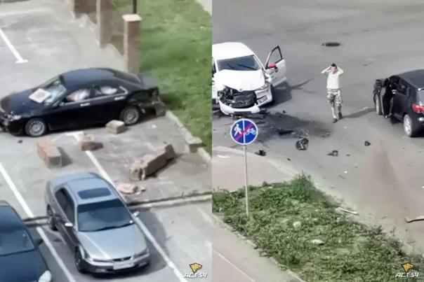 В Новосибирске, вечером 6 июля, произошло массовое ДТП. Черный седан зацепил несколько машин и проломил... Новосибирск
