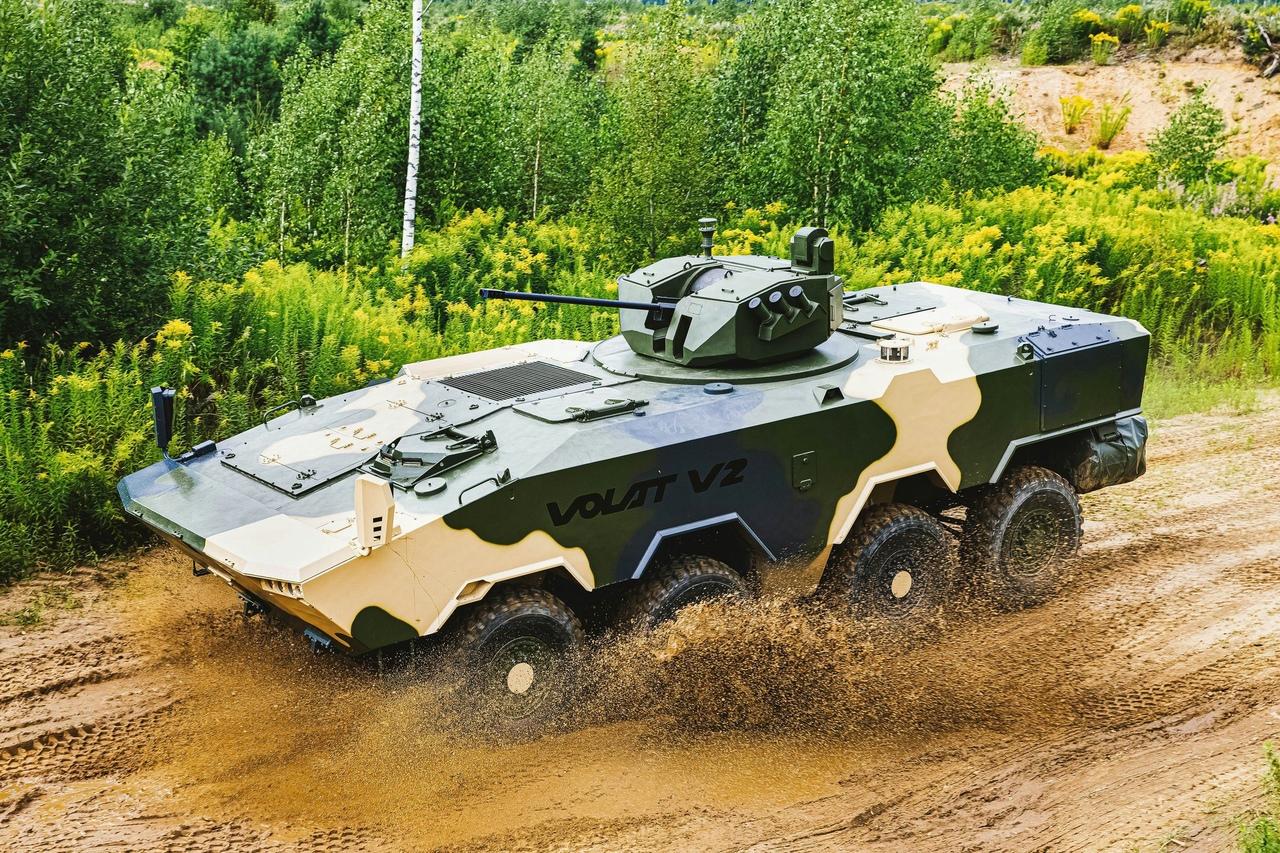 بيلاروس تكشف عن مدرعة حديثة في معرض مينسك العسكري 22G-oW4u6vU