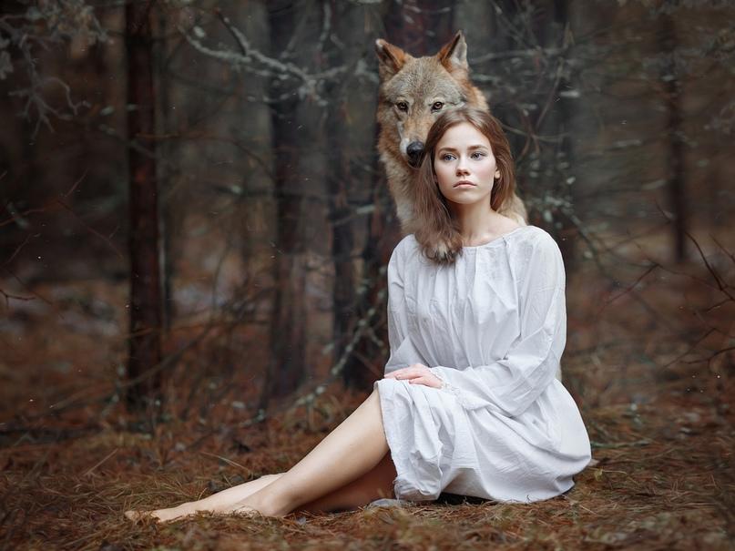 Самой красивой девицей в деревне была Сабрина. Высокая, с длинными волосами цвет...