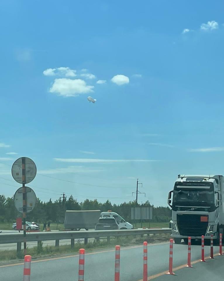 Дирижабль дежурит на трассе М-7 в Елабужском