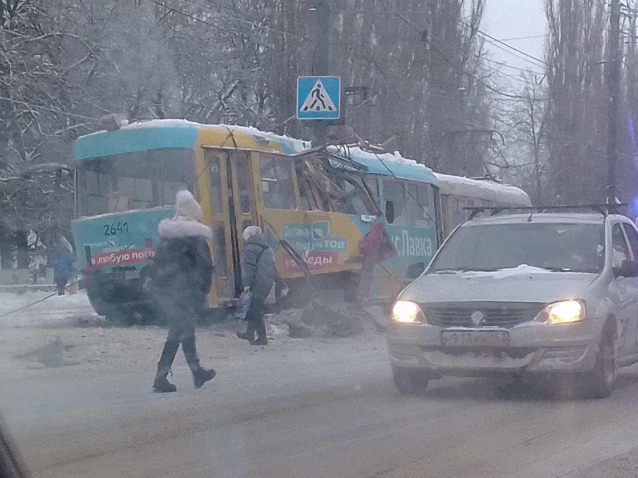 в Нижнем Новгороде разорвало трамвай 20 января