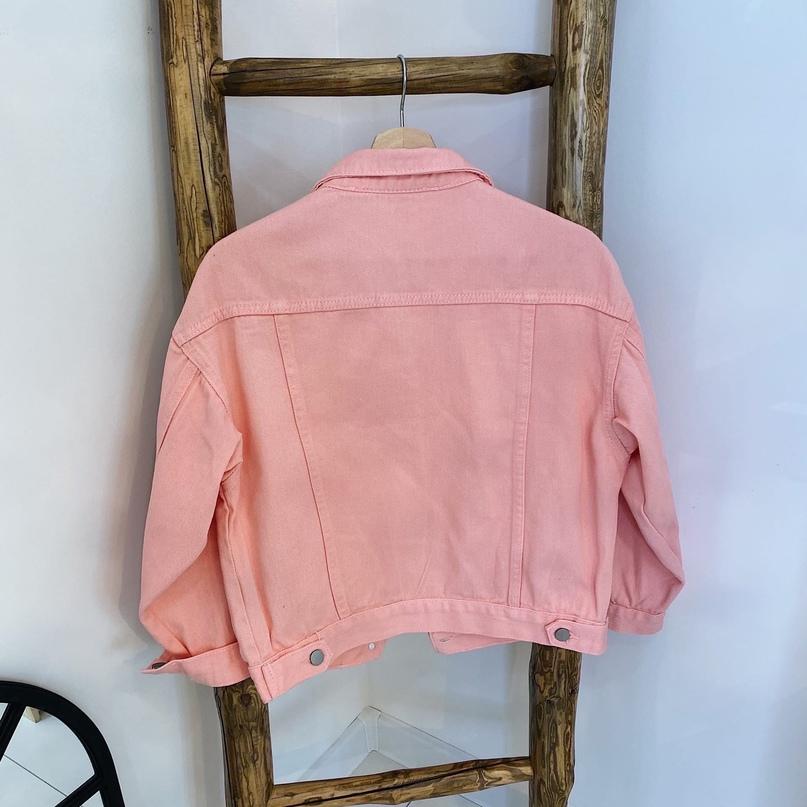 Джинсовая куртка в ярком оттенке