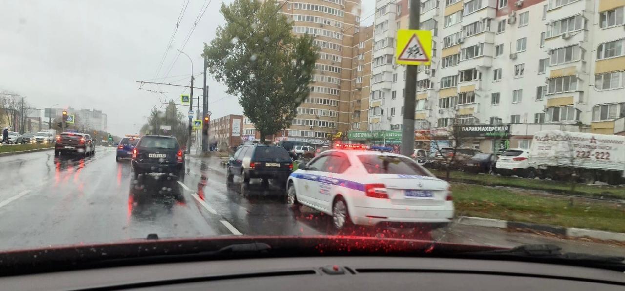 В Брянске гаишники нашли три смертельно опасные дороги. Автоинспекторы завели административные дела/ Брянские автоинспекторы замерили... Брянск