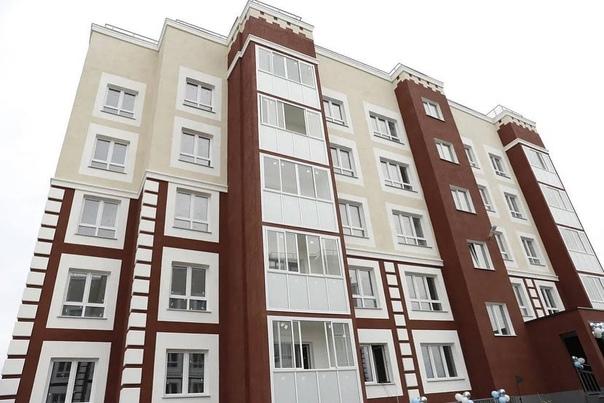 На проспекте Победы заселили первый дом, который н...
