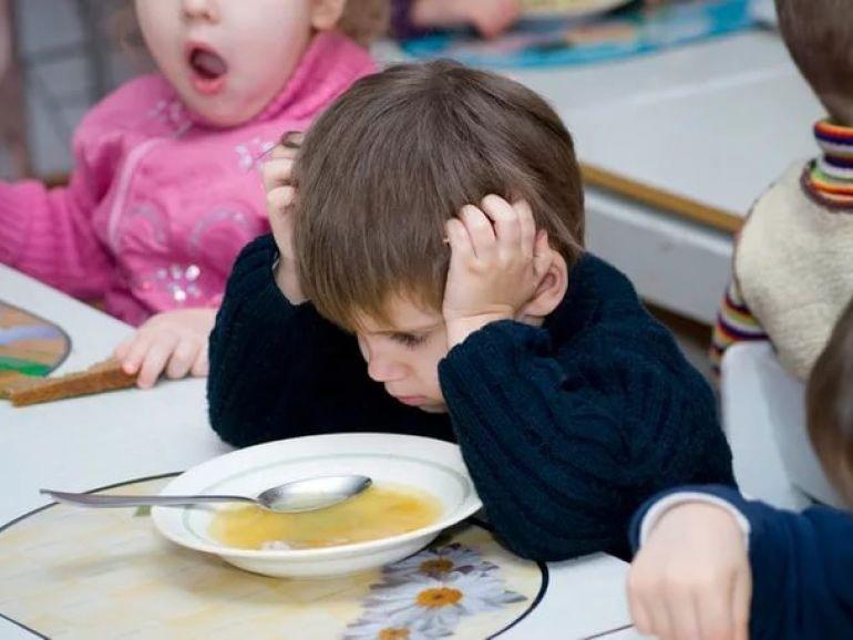 В КЧР детей кормили просрочкой