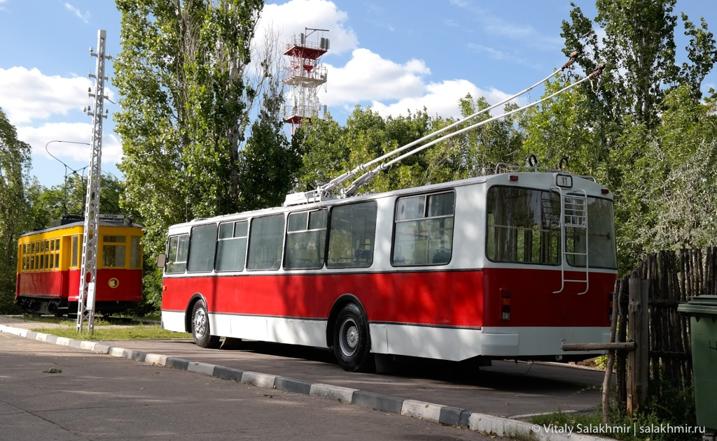 Троллейбус около национальной деревне, Саратов 2020