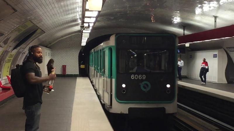 Метропоезд МР59 на станции Républigue