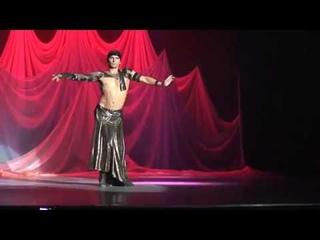 Мужской танец живота исполняет Алексей Паращук.