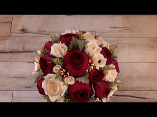 """Розы в """"шляпной""""коробке с конфетками."""