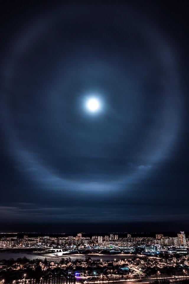 Лунное гало над Уфой =) редкое погодное явление.