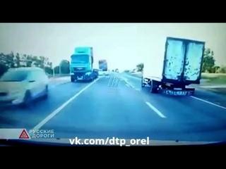 Попал на видео момент страшной аварии с двумя погибшими под Тулой