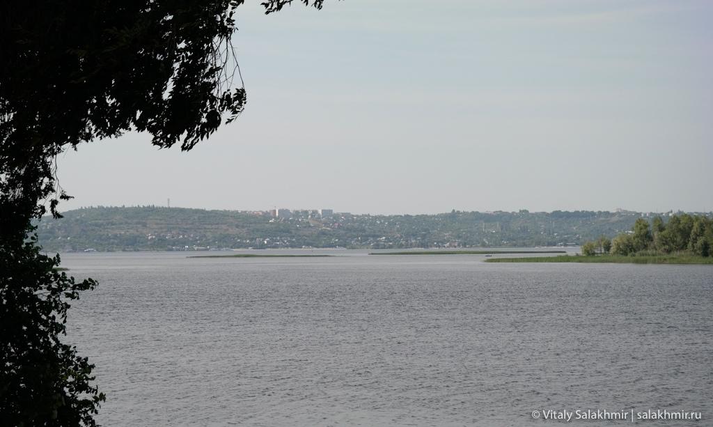Вид на Волгу из Покровского парка в Энгельсе 2020