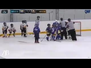Конор Макгерор отдыхает: комментатор очень смешно отреагировал на драку юных хоккеистов